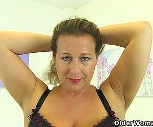 British milf Eva Jayne needs that stuffed feelingHD