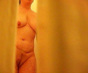 Mom Caught Masturbating in Shower on Hidden cam - 4 min