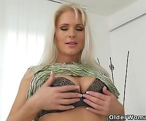 Euro milf Kathy Anderson needs to rub one outHD