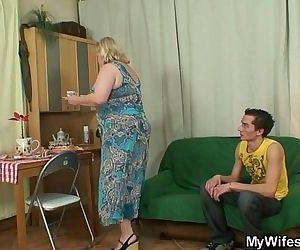 巨大的 奶奶 是 撞 通过 她的 儿子 上 法 6 min