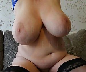 Soccer mom shows her massive boobs - 30 sec HD