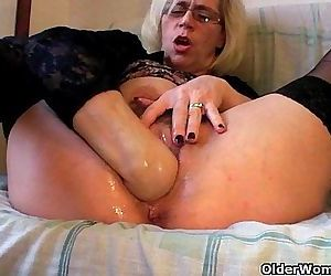 Grannies and milfs fisting their mature pussyHD