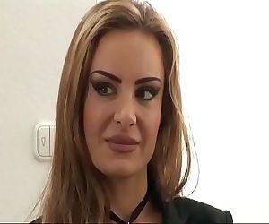 Die neue Praktikantin wird geficktgerman Porn Titus
