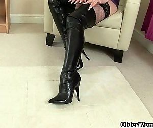 British milfs Lelani and Red masturbate in knee high bootsHD