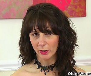 Scottish milf Toni Lace will tell you how to wank itHD