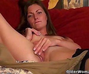 American milf Veronica enjoys dildoing her pussy 12 min HD