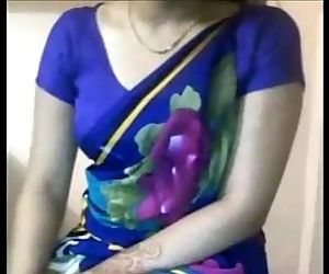 Sexy Desi Aunty boobs teasing in saree - 2 min