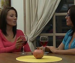 Zoey Holloway Introduces Raquel Sieb To MILF Lesbian SexHD