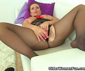 British milf Samantha cant stop toying her mature pussy