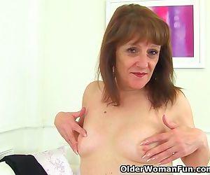 English gilf Pandora peels off tights and tastes her pussy