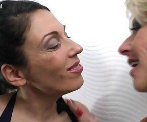 The Lesbian MothersSexygirlselfie.com