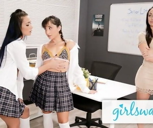Girlsway Jaye Summers Loves a Wet Pussy Contest with her GF & their Hot Teacher