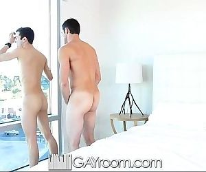 GayRoom Hot guy gets horny after watching his man showerHD