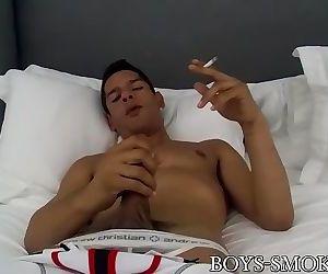 Jock muscle Bobby Hart smoking and masturbation solo