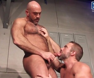 Muscle Stud Gym Daddies Fuck in Locker Room