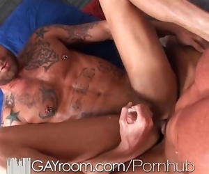 GayRoom Bodybuilders gets happy ending massage