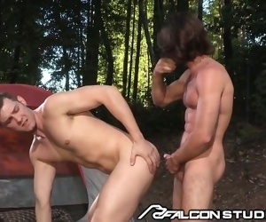FalconStudios Woody Fox Pitching Tents and Ass
