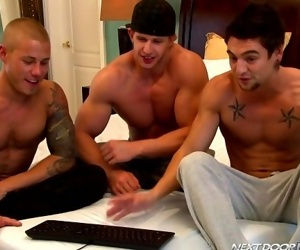 Threesome with these gorgeous hunks