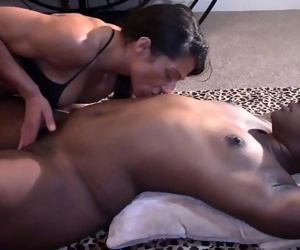 Black Beauty Licked and Fingered to Orgasm (Interracial) 14 min 1080p