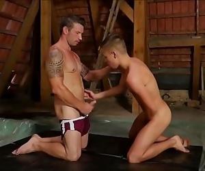 Muscle Wrestling Hunk Bareback Fucking 10 min 720p