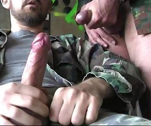 Militaire en branle juteuse
