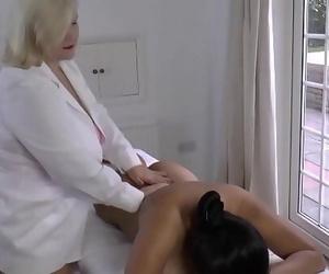 LACEYSTARRLesbian Massage with Amyka Lee