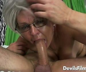 Buxomy grandma Kelly Leigh