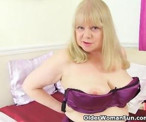 British Granny Amanda Degas Works her old Vagina