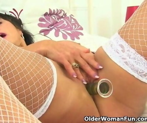 British MILF Raven Loves Jerking in Fishnet Stockings