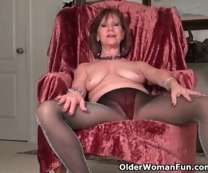 American GILF Penny gives her old Pussy the Finger Approach