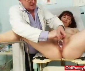 Redhead Oma Great Urinate Hole Vagina-expander Inspection