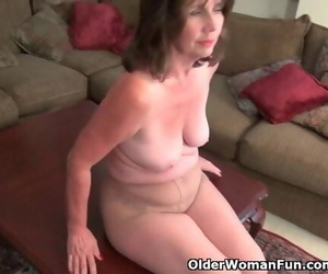 American Mummy Ava Loves Playing with her old Vagina