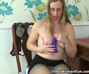 Skinny Granny Bossy Rider Works her old Pussy