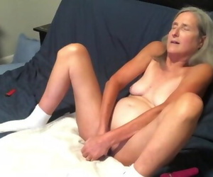 Scorching MILF Takes a Lengthy Rail on her Fake penis..