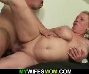 Squeal old Mom Tempts him into Cheating Lovemaking