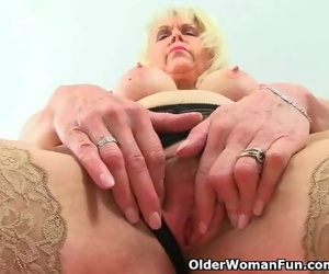 British Mummy Girl Sextasy Loves Playing her Pussy
