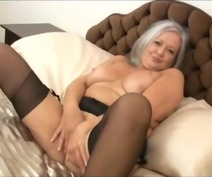 Molten Chubby Granny Pounds her Wet Crevice