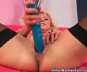 Over 50 Mom in Rosebutt Wreck herself with a Big Fake penis