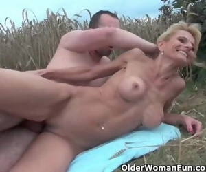 Sexy Senior Lady with Big Tits Gets Screwed Outdoors
