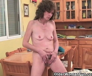 Saggy Grandma gives her Furry old Pussy a Handle