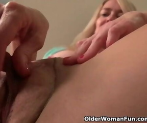 American Mummy Eva Griffin Frigs her Nyloned Raw Pussy