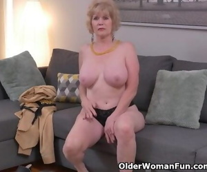 American GILF Sindee Dix Undresses off and Massages one out