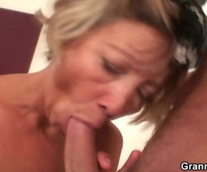 Cleaning Lady Without bra her old Pussy for him