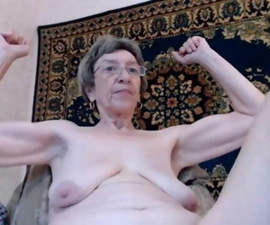 Old Granny with Floppy Tits Ripples on Webcam