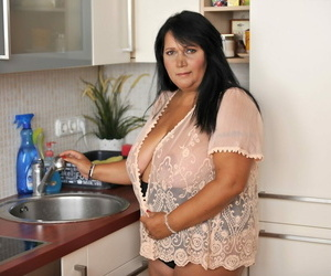 BBW brown-haired Bubi poses and demonstrates her big..