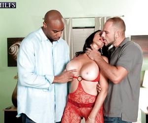 Brunette mature Rita Daniels gets spunk on face after a..