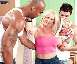 Mature with thick boobs Julia Ass firm penetrated by two..