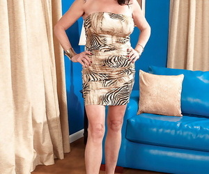 Rita Daniels took off her taut dress and shows off her fat..