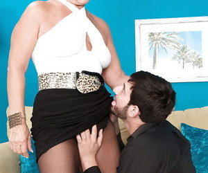 Platinum light-haired cougar Jeannie Lou undresses down to..