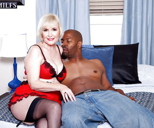 Lola Lee loves young black shaft in her mature beaver for..